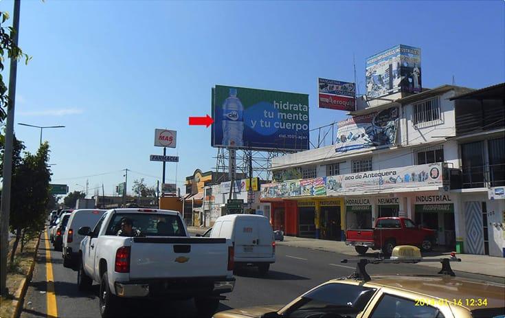 Espectacular MSOAX007N1 en Av. Símbolos Patrios #101, San Antonio de La Cal, Oaxaca de One Marketing