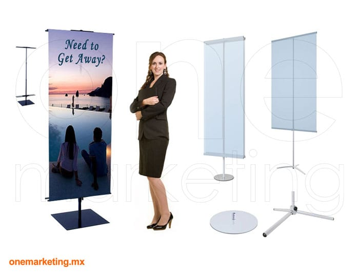 Display tipo Banner Pendón OM-OB-28 de One Marketing Expo Stands y Displays