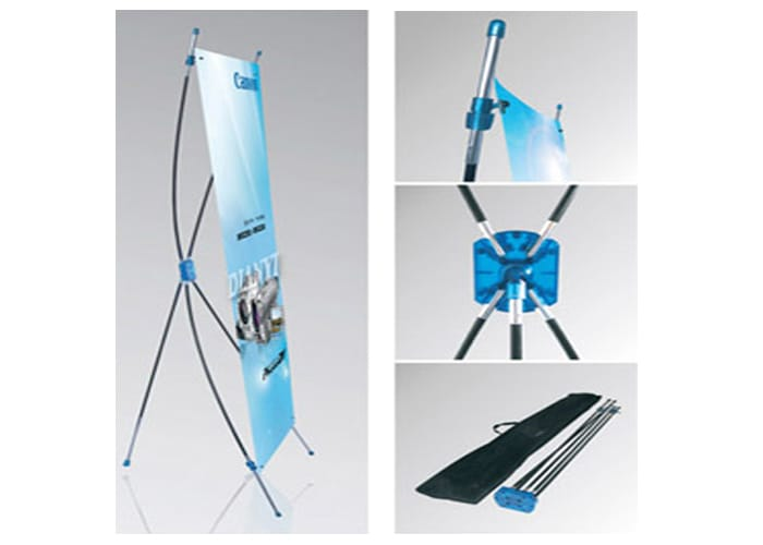 Display tipo Banner X Azul de One Marketing